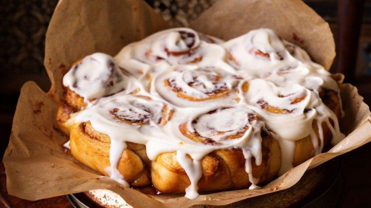 slow-cooker-cinnamon-rolls